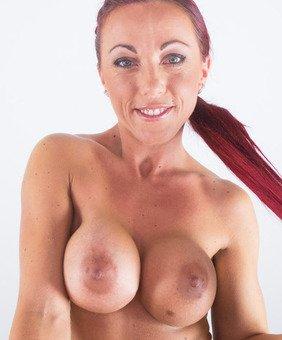 Anne Wild VR Pornstar